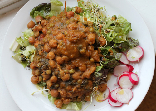 anxiety diet, chickpea curry on salad, low carb meal